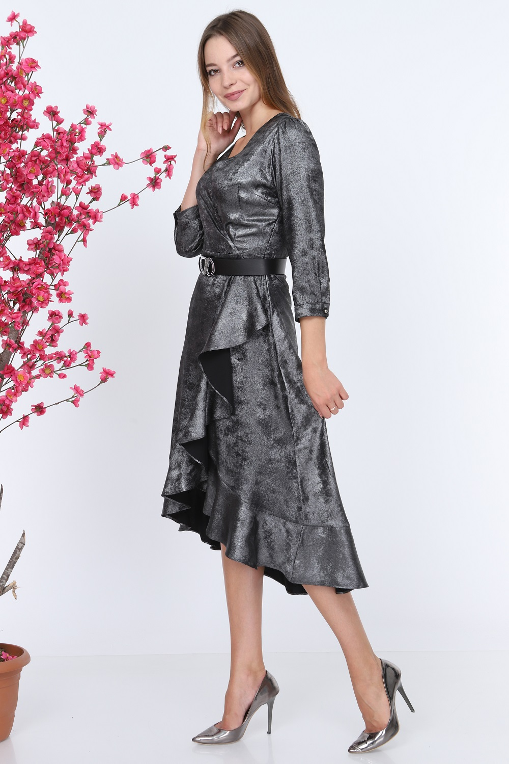 Parlak Kumaşlı Gümüş Elbise